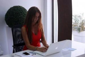 Claudia Calianno bedient mit Schweizer Gründlichkeit