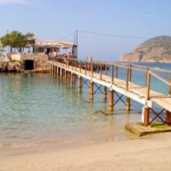 Blick auf den Strand und das Wasser in Camp de Mar