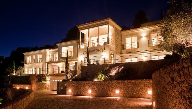 Traumvilla mit Gästehaus und spektakulären Meerblick