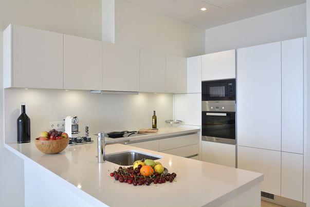Elegante Meerblick Wohnung in San Agustin / Palma - Küche mit modernen Miele Geräten
