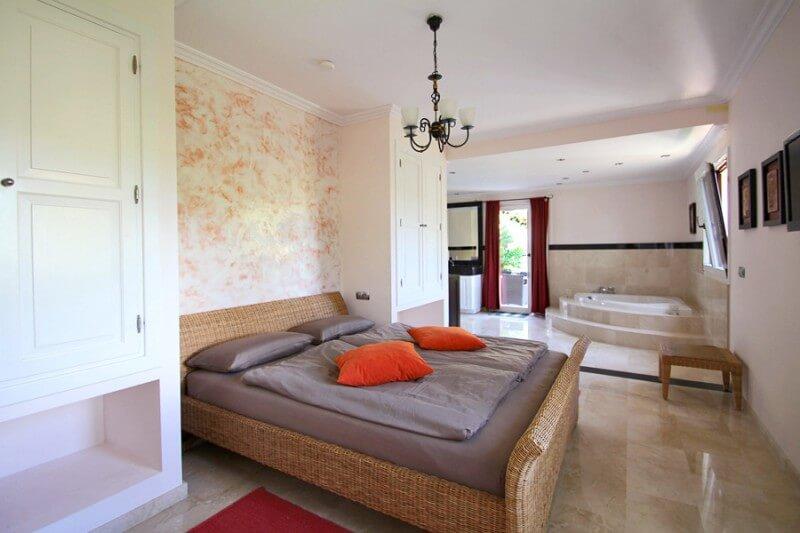 traumhaft sch ne luxusvilla in costa de la calma. Black Bedroom Furniture Sets. Home Design Ideas