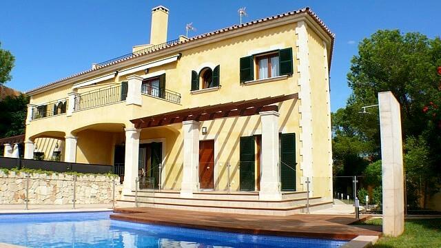 Mediterrane Doppelhaushaelfte mit Weit-Meerblick in Puig de Ros zur Langzeitmiete